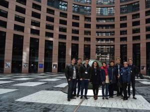 """Şase elevi şi trei profesori de la Colegiul Tehnic """"Mihai Băcescu"""" din Fălticeni ,la Strasbourg"""