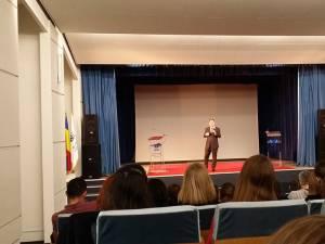 Ataşatul cultural al Ambasadei SUA, în dialog cu studenţii Universităţii
