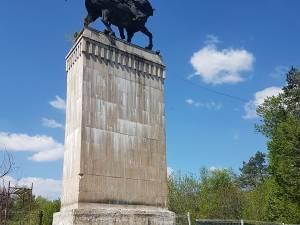 Statuia ecvestră a domnitorului Ștefan cel Mare, de pe platoul Cetății de Scaun, este în plin proces de reabilitare