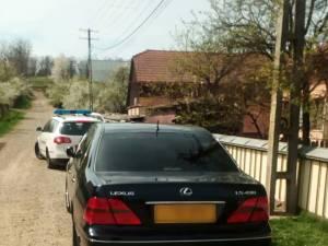 Lexusul oprit de poliţişti