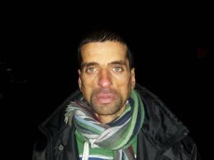 Nicu Stanarache locuiește în subsolul unui bloc, unde locatarii i-au permis să-şi amenajeze un loc de odihnă