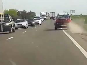 Autoturismul condus de şoferul beat iese de pe șosea, pătrunzând pe acostament