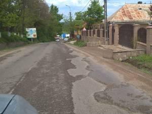 Drumul este foarte degradat pe multe porţiuni