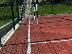 Cușnir prezintă terenul de fotbal cu linia de tușă în spatele porții
