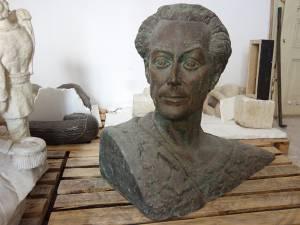 """Bustul în bronz al """"pictorului Bucovinei"""", George baron Lowendal"""