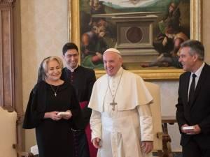 Preotul sucevean Ionuţ Strejac a fost ieri interpret oficial la întâlnirea dintre Sanctitatea Sa Papa Francisc şi premierul României, Viorica Dăncilă