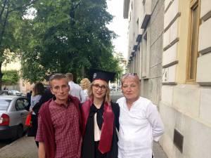 Olimpia, alături de părinţii săi