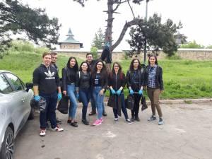 Studenţii ASUS participanți la acțiunea de igienizare din Zamca