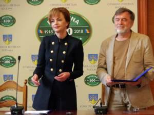 Dramaturgul Matei Vișniec a primit o diplomă de excelență din partea prefectului Mirela Adomnicăi