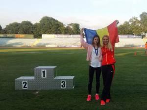 Talida Maria Sfarghiu, alături de antrenoarea Erzilia Ţâmpău după premierea din Bulgaria