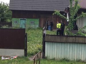 Beciul în care era  ascuns cadavrul se află într-o anexă a gospodăriei