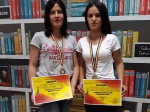 Două dintre elevele premiate
