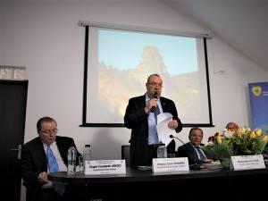 Directorul Romsilva, Ciprian Pahonțu, alături de președintele CJ Suceava, Gheorghe Flutur, și secretarul de stat Eugen Uricec, la Centrul de vizitare al Parcului Călimani