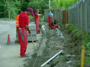 Lucrare de lărgire și modernizare a trotuarelor existente, precum și de amenajare a altora noi, pe anumite porțiuni