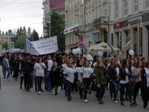 Marşul absolvenţilor USV, urmat de un concert Smiley, joi, la Suceava