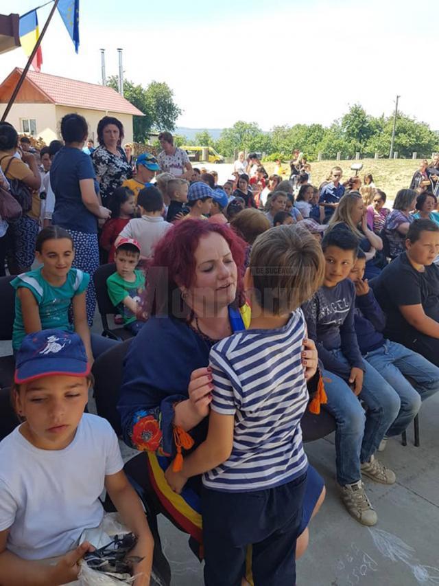 """Primarul din Berchişeşti, Violeta Ţăran, a fost alături de participanţii la Festivalul """"Suflet de copil"""""""