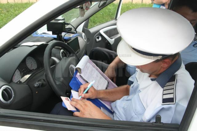 S-a ales cu dosar penal după ce a ieşit cu maşina în trafic, deşi avea permisul suspendat