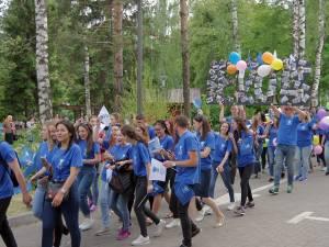 Marșul a fost organizat în cinstea tinerilor care încheie în acest an studiile