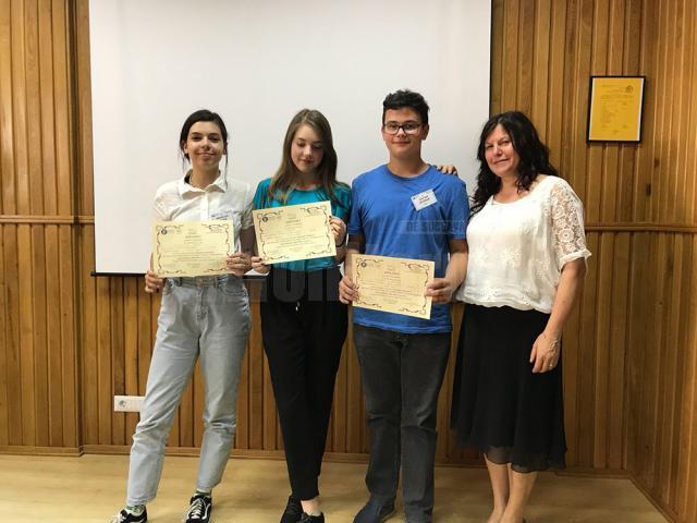 Echipa de începători alături de prof. Ileana Boteanu