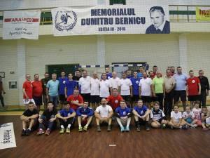 """Foștii colegi, elevi și prieteni au intrat din nou în teren la a treia ediție a Memorialului """"Dumitru Bernicu"""""""