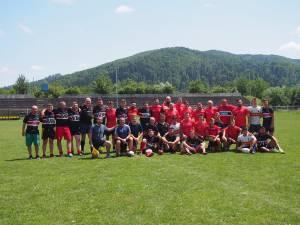 Juniori, seniori şi old-boys alături de Mihai Macovei la finalul meciului demonstrativ