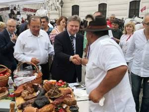 Primarul Vienei a gustat din preparatele tradiţionale ale gastronomiei bucovinene