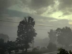 Fenomene meteo extreme, luni seara, in Suceava