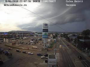 Norii adunaţi asupra cartierului Burdujeni, înaintea furtunii