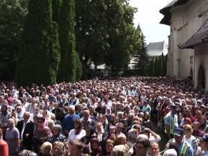 Zeci de mii de pelerini şi localnici, la procesiunea de Sânziene