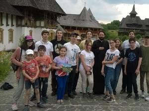 """Copiii din Grupul de Cateheză al Bisericii """"Sfântul Dumitru"""" din Suceava, în excursie în Maramureș"""