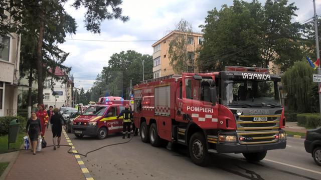 Incendiul în sine nu a fost mare, însă degajarea de fum în scara blocului a fost periculoasă
