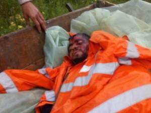Tânărul, care lucra ca zilier la ferma unui localnic, a fost aproape omorât în bătaie