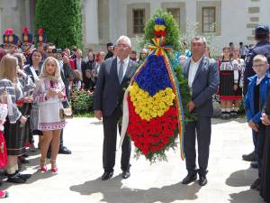 Coroană de flori din partea orașelor-cetăți înfrățite Suceava și Soroca, depusă la mormântul lui Ștefan cel Mare și Sfânt