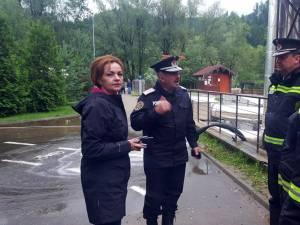 Prefectul Mirela Adomnicăi la inundaţii