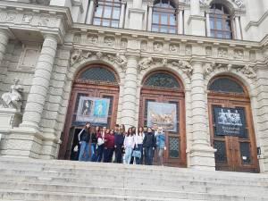 """15 elevi de la Colegiul """"Mihai Eminescu"""" au vizitat Budapesta şi Viena printr-un proiect european"""