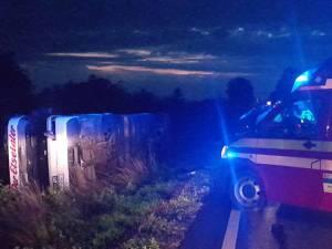 Un autocar cu 43 de copii s-a răsturnat aseară la Dănila