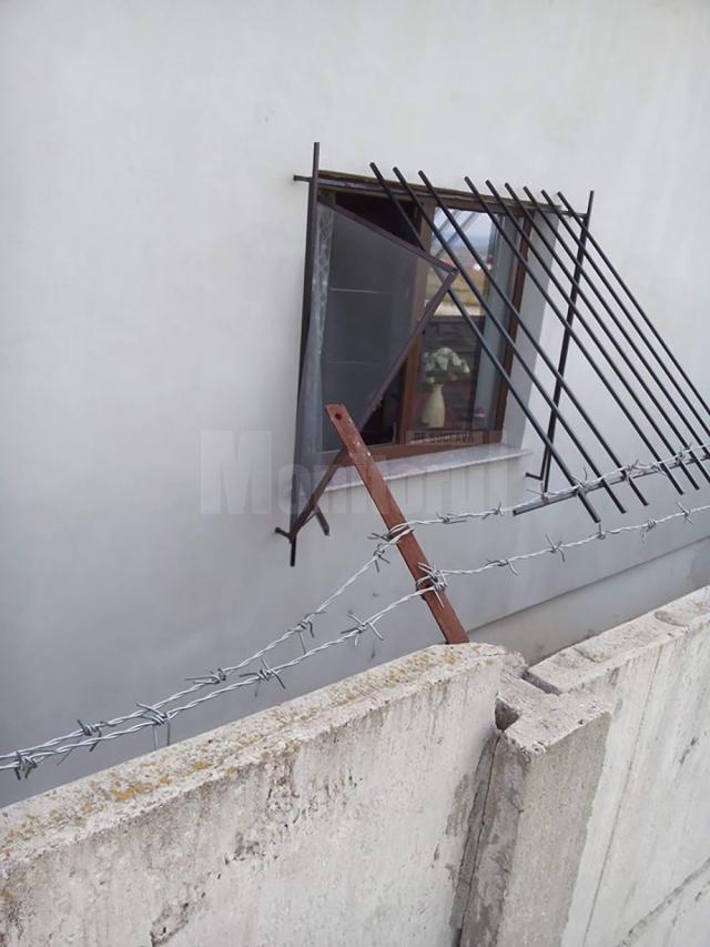 Casa-fortareață spartă de cei trei, în plină zi, la Șcheia