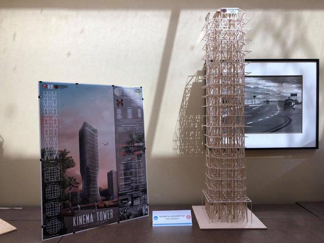 Macheta este realizată din peste 1.000 de bucățele de lemn de balsa, are 19 etaje și 1,5 metri înălțime