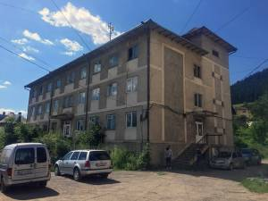 Clădirea cumpărată cu ceva mai mult de 700.000 de euro, deşi se afla în stare avansată de degradare, şi care urma să fie sediu pentru poliţiştii din această localitate