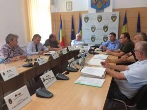 Întâlnirea a avut ca temă verificarea condiţiilor pentru începerea lucrărilor şi predarea amplasamentului pentru viitoarea şosea de centură a municipiului Rădăuţi