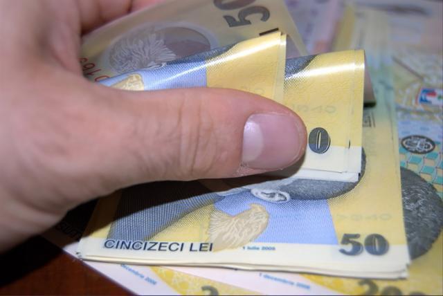 Peste 64% dintre angajații din Suceava primesc salariul minim pe economie
