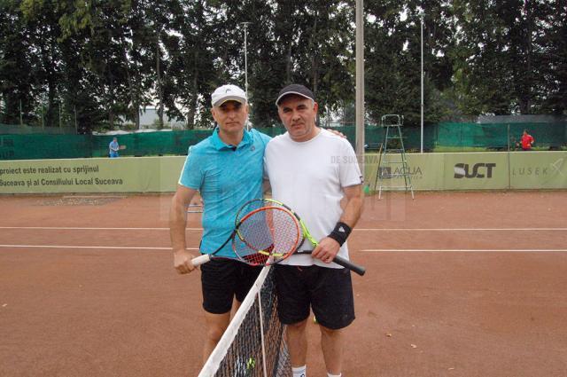 Tiberiu Avram (dreapta) s-a calificat în turul II al tabloului eliminatoriu după victoria cu Gelu Danilă