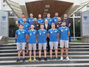 Echipa de handbal a USV, alături de conducerea instituţiei