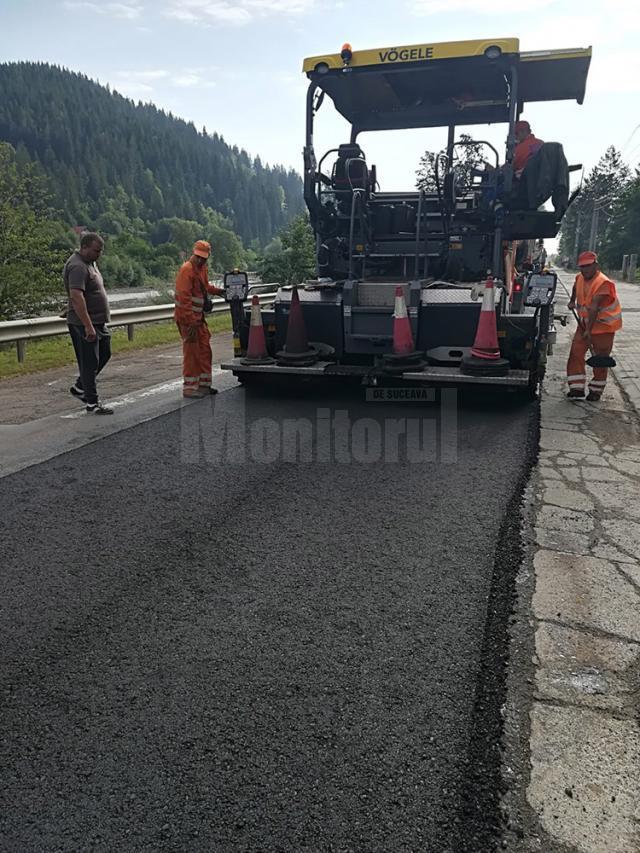 Lucrări de asfaltare începute ieri, pe DN 17A