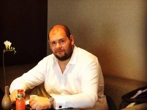 Emanuel Mitric era un tânăr om de afaceri şi politician cu o carieră promițătoare