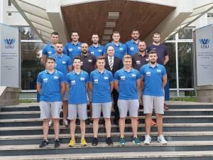 Echipa de handbal a USV, alături de conducerea instituției