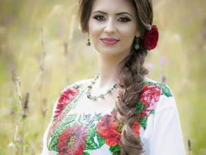 Simona Vasilovici, în faţa primului ei album de muzică populară din Bucovina
