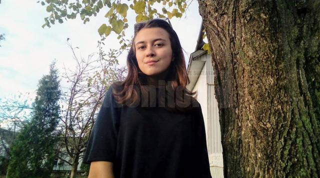 Sorina Rîndașu, în vârstă de 15 ani, își lansează volumul de debut