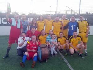 Jucătorii de la Sănătatea sărbătoresc alături de galerie câștigarea titlului
