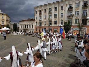 """Ansamblul """"Mlădițe Bucovinene"""" de la Școala Gimnazială Nr. 8 Suceava, premiat la Cernăuți"""